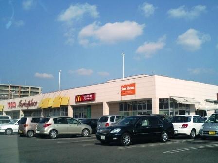 026 この2つが同じ敷地内にあります。 この2つの店舗には身障者用駐車場があ... ビバホーム
